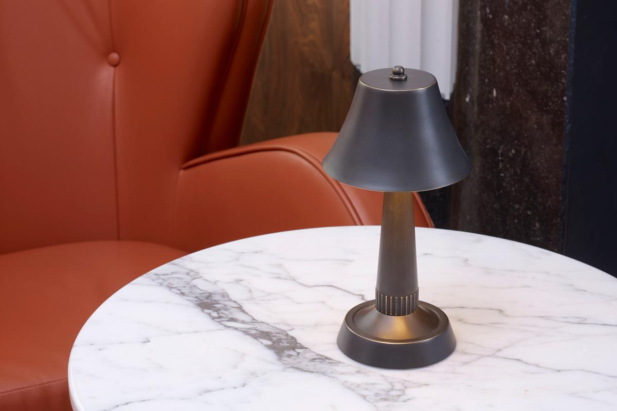 cordless rechargeable table lamp for hotels and restaurants